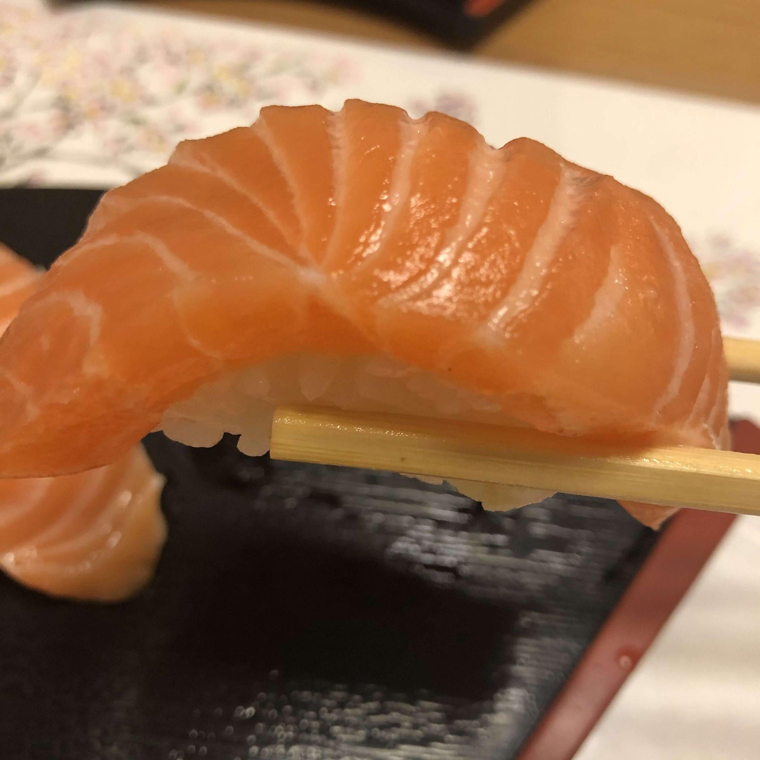 サーモン箸あげ