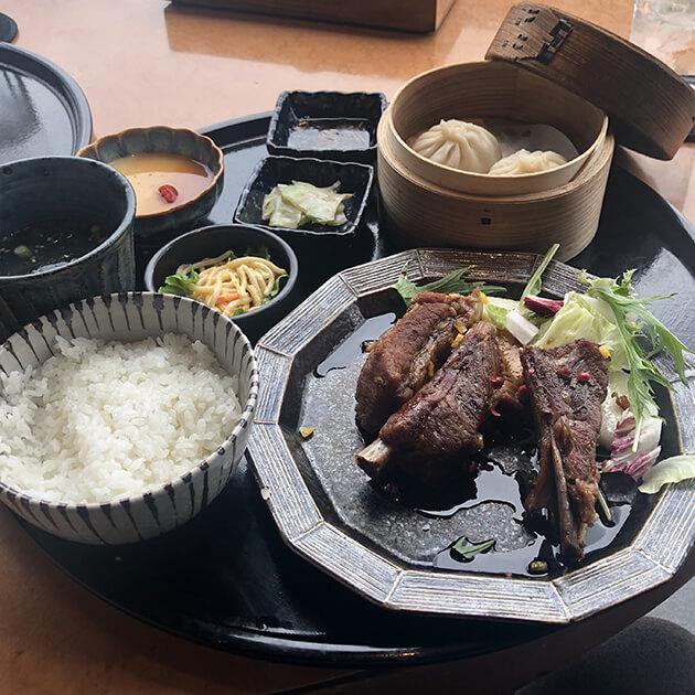 スペアリブ黒酢酢豚ランチ
