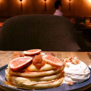 イチジクとデザートマロンのブリュレパンケーキ