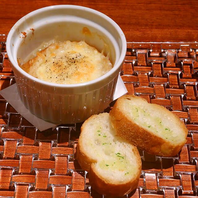 オニオングラタンスープとガーリックトースト