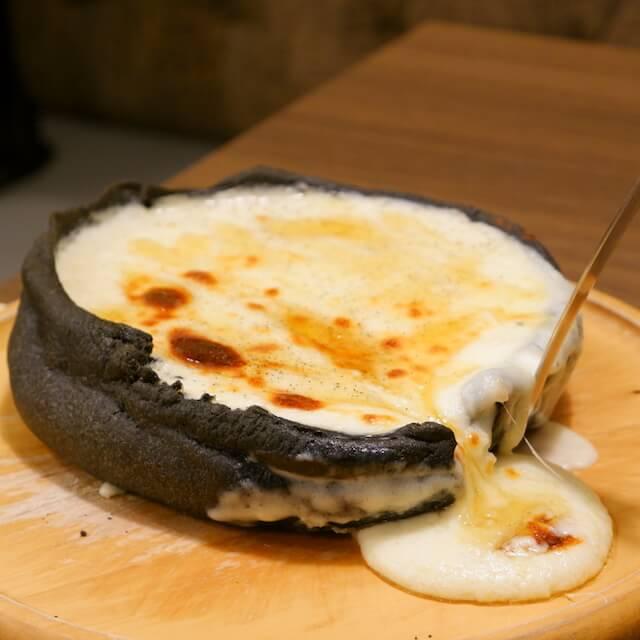 クワトロチーズシカゴピザ with生はちみつ(¥1,680)