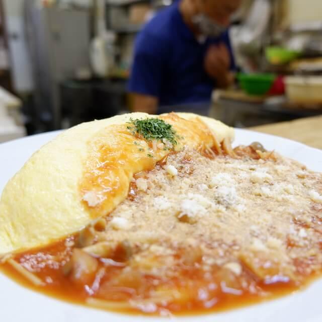きのこととろけるチーズのトマトソースオムライス